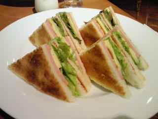 アボガドとハムのサンドイッチ