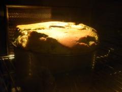 抹茶ときなこのマーブルシフォンケーキ焼成中