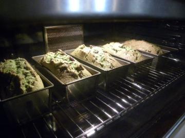 抹茶のパウンドケーキ焼成中