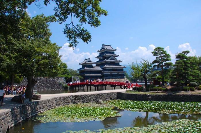烏城と呼ばれる国宝松本城