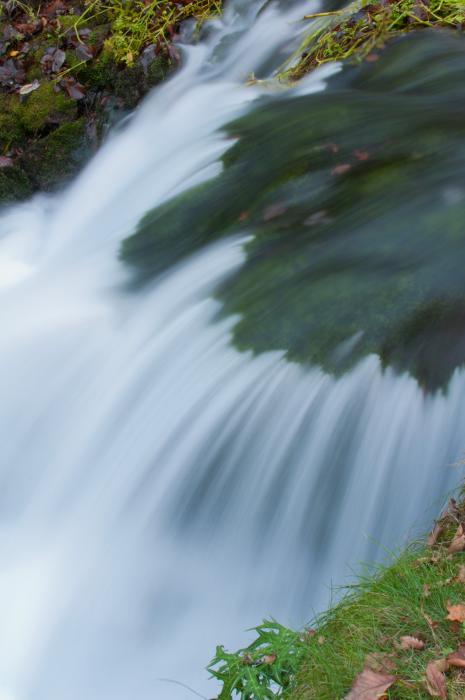 水の流れをスローシャッターで・滝003