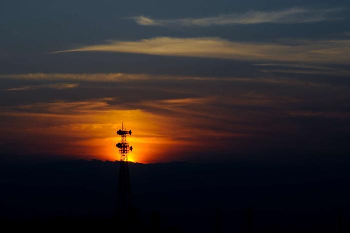 高圧線の向こう側に沈む夕日3
