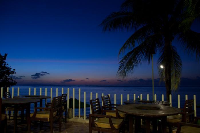 トワイライトと屋外のカフェは神秘的