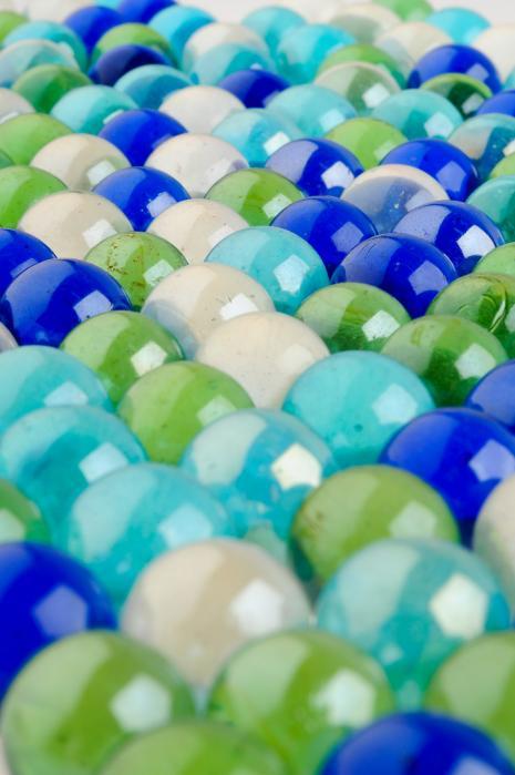 見事に整列しているビー玉たち