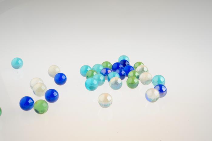 色々な色のガラス玉