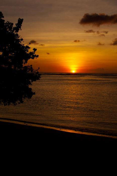 夕陽夕日が創る光の芸術(グアム)