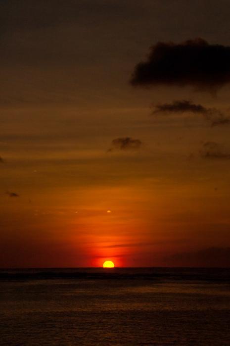 夕陽に燃える空と海(グアム)