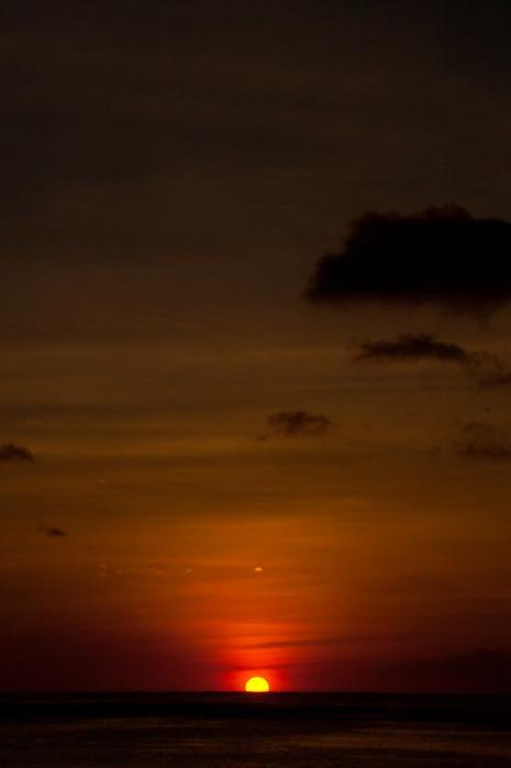 夕焼けの歌が聞こえてきそうなグアムの海
