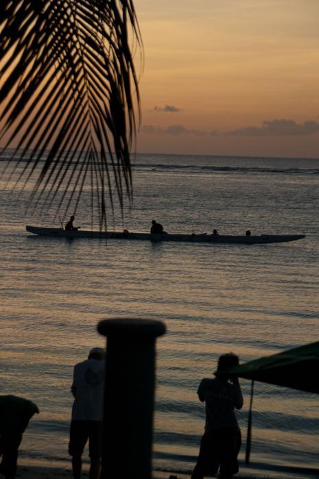 海で一休み中のカヌー