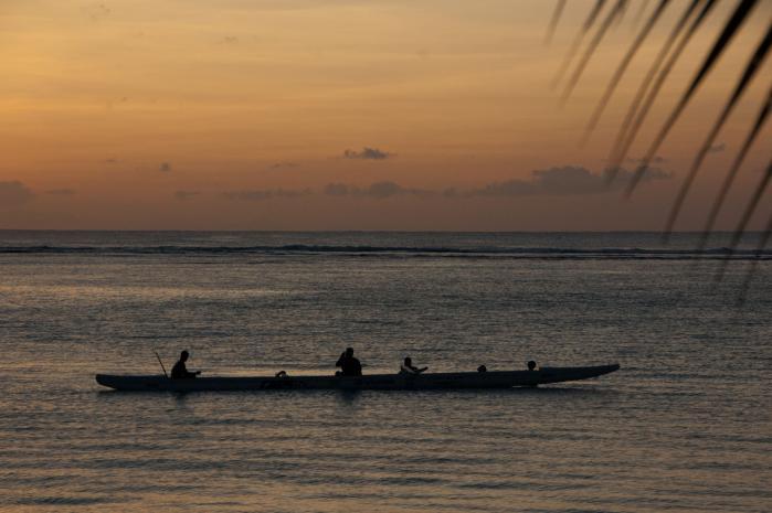 グアムの海にはヤシの葉とカヌー(カヤック)が似合う