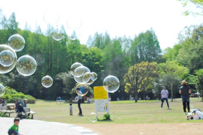 芝生広場でシャボン玉遊び!