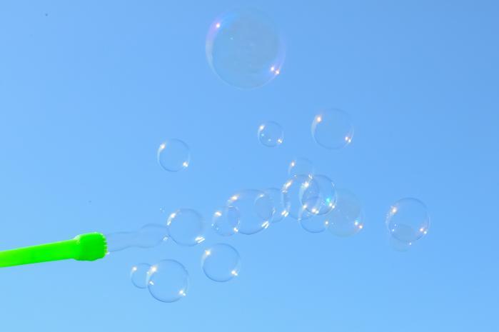 青空に浮かぶシャボン玉