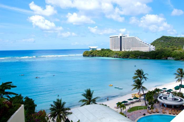 グアムのホテルから見る美しいビーチ