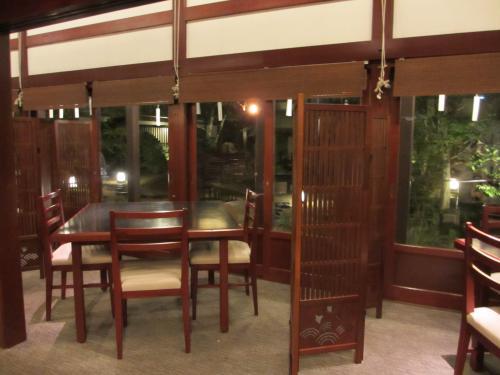 窓側の席と庭園IMG_0099