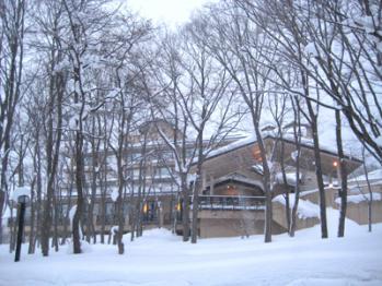 雪の中の「いわき荘」