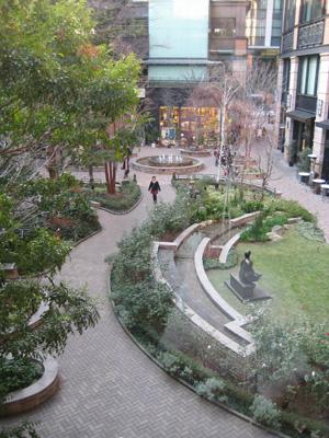 美術館から見た中庭