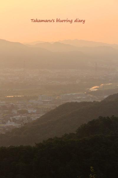 朝焼けです。真ん中に流れるのは渡良瀬川です。