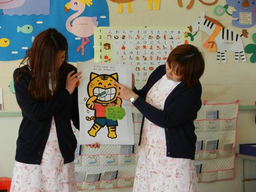 さゆり幼稚園で歯磨き指導_紙芝居