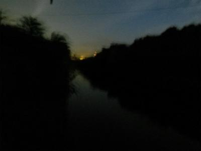 上流側、さすがに暗い