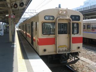 和歌山線105系。103系時代の運転台をそのまま使用している。