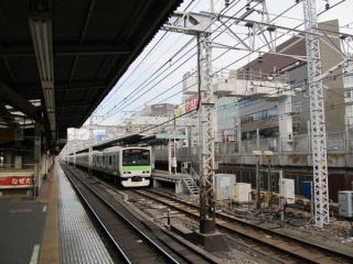 神田駅脇の東北縦貫線の工事。