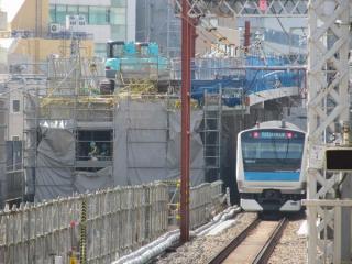 秋葉原駅の南側に出現した重層高架へのアプローチ部。