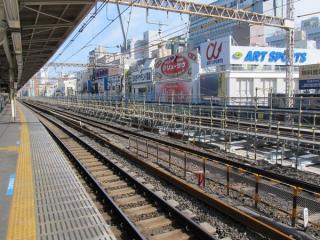 同じ地点で上野駅方向を見る。