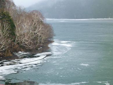 然別湖は凍ってる