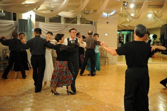 社交ダンスパーティー開催