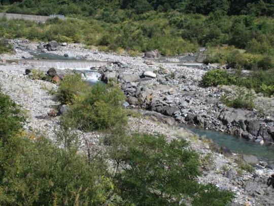 白馬 川遊び アルプスの雪解け水