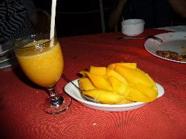 マンゴーシェイクとマンゴー