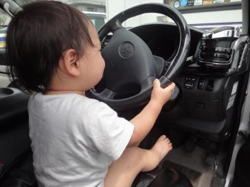 長男運転中