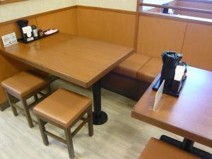 釜や本舗 テーブル