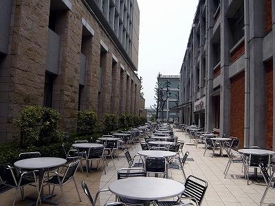 sss-s-食堂棟と来往舎にはさまれたカフェテリア 010