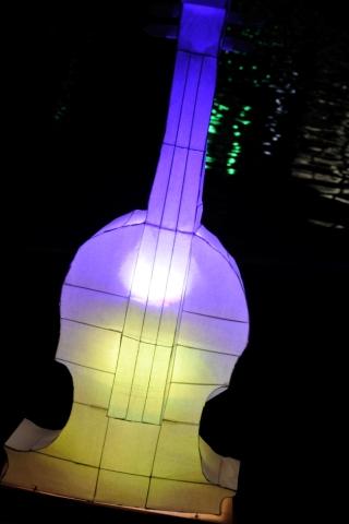 光るギター