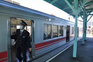 2011年1月3日 上田電鉄別所線 中塩田駅全扉開閉