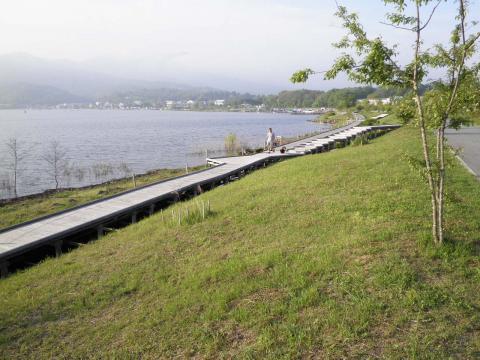湖畔の散歩46