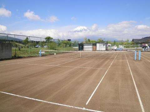 テニスコートからの富士08