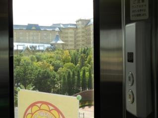 ドアボタンとディズニーホテル