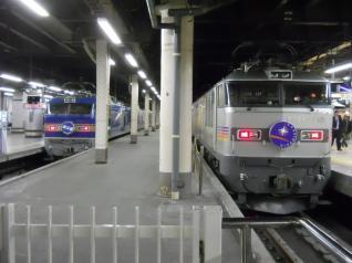 EF510牽引の2列車並ぶ!