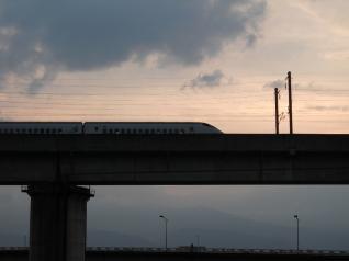 夕空と新幹線
