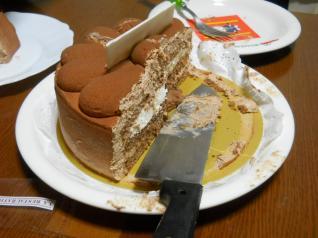 半分食べてしまったケーキ