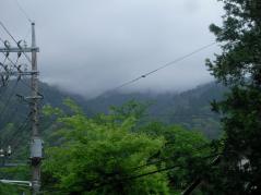 雲に隠れている山々