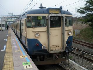 こちらはスカ色、E217系との顔合わせもあり、横須賀線の新旧車両が走っています。