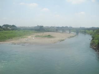 川を渡る・・・