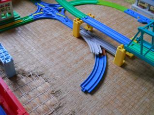 連絡線と鉄橋を移動します