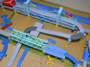 ぎりぎり高さが足りた鉄橋