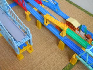 橋げたで複線橋げたねん出