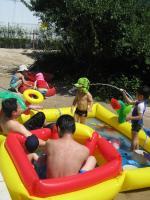 庭プールと酔っぱらいパパ衆