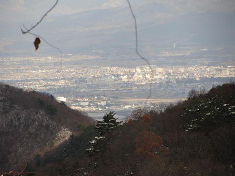見晴宜敷場所から会津若松市街を望む